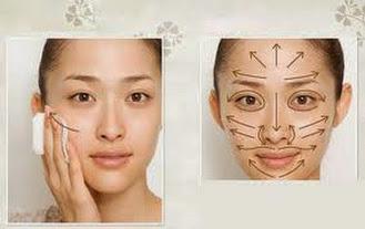 Chăm sóc da bằng cách massage theo chiều mũi tên, giúp máu lưu thông cho làn da tươi sáng, hồng hào