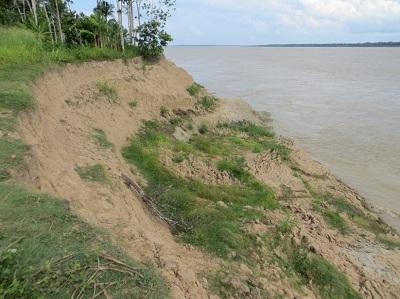 Resultado de imagem para desmoronamento de margem dos rios