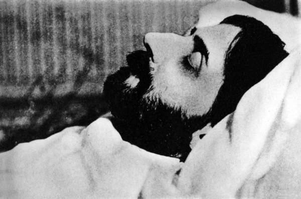 Image of Marcel Proust (1871-1922) French novelist on his death-bed in 1922, © Bridgeman Images