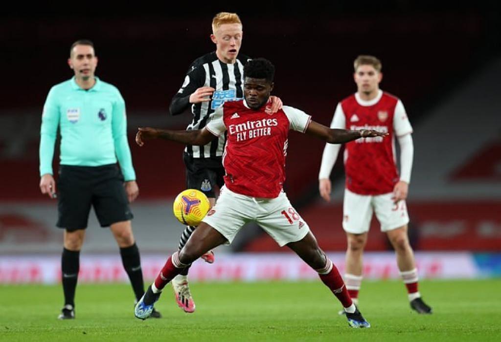 Newcastle United đã bị Arsenal đè bẹp 0-3 ở trận lượt đi