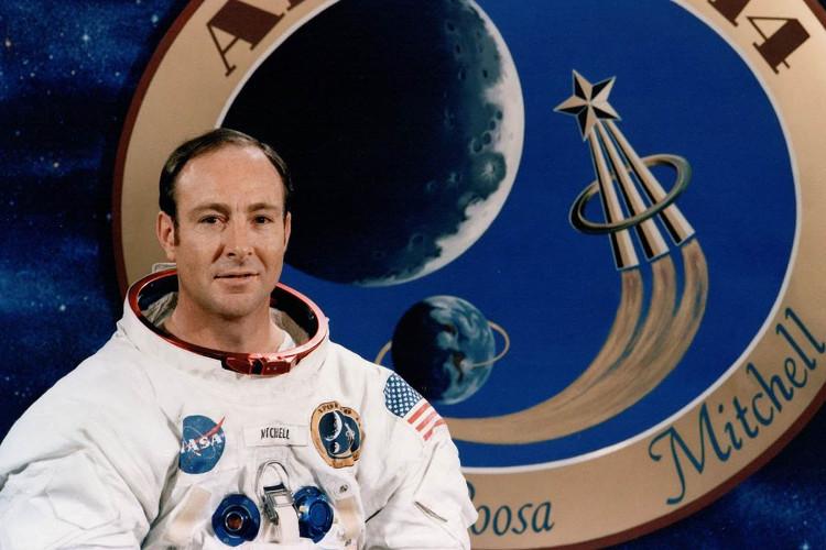 Edgar Mitchell là người thứ 6 bước trên Mặt trăng.
