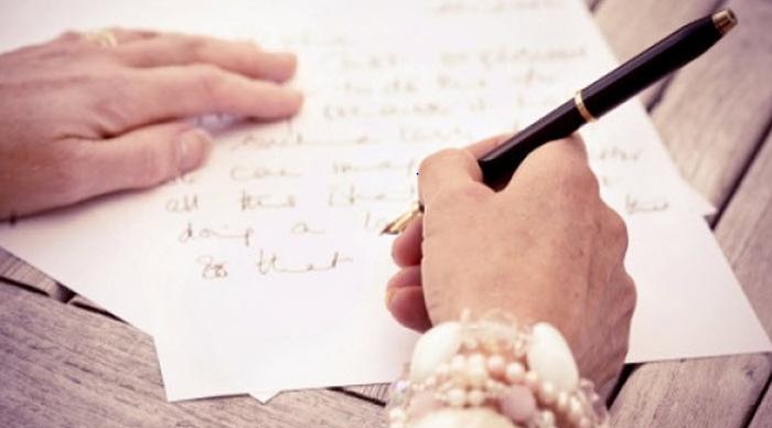 Gửi cho họ một bức thư tay với những câu nói quan tâm sẽ khiến họ nhận ra được tình bạn chân thành của bạn