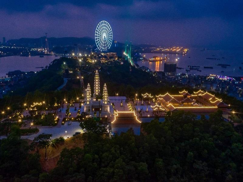 Toàn cảnh không gian đồi Ba Đèo khi thành phố lên đèn.