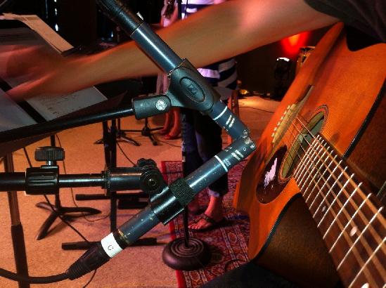 Vertical spaced pair mic technique