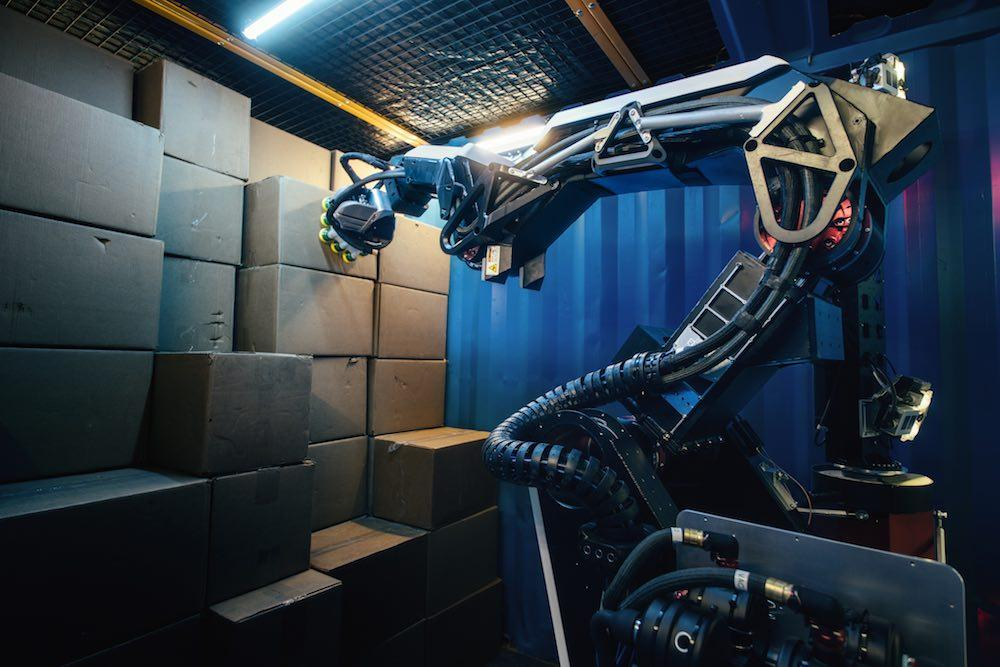 Boston Dynamics' Stretch robot handles truck unloading ...