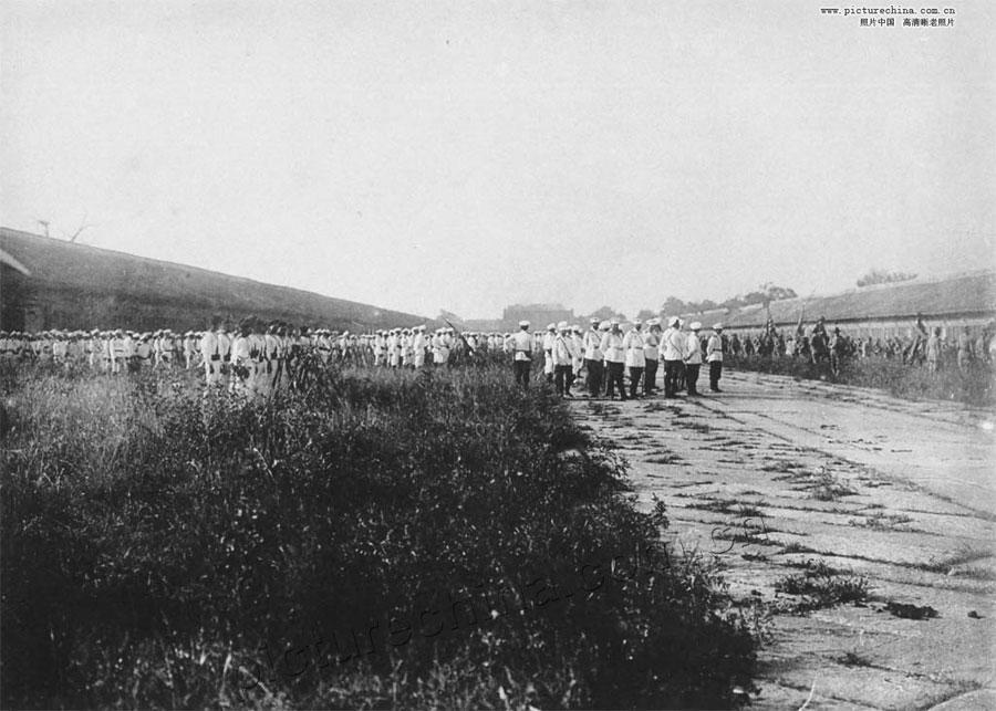 1900年八国联军列队参观紫禁城进天安门瞬间