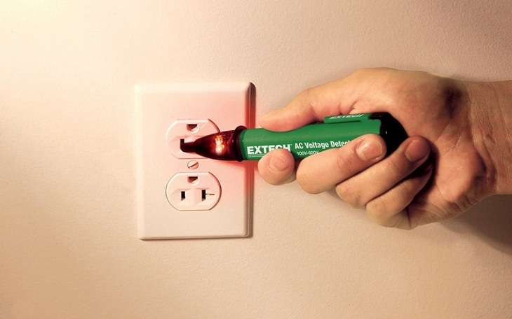 Bút thử điện cũng là vật dụng quan trọng trong sửa chữa điện