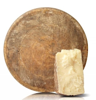Made only with pasteurised sheep milk of the company. The whole pecorino weights 10 kg. Everything is made by hand for this one and it is cured for 18 months on fir trees planks. Every 20 days its surface is massaged with extra virgin olive oil. Sharp but sweet taste.