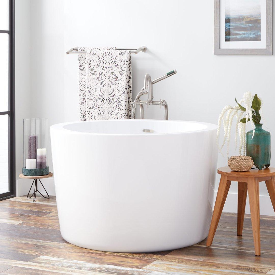 round japanese soaking tub