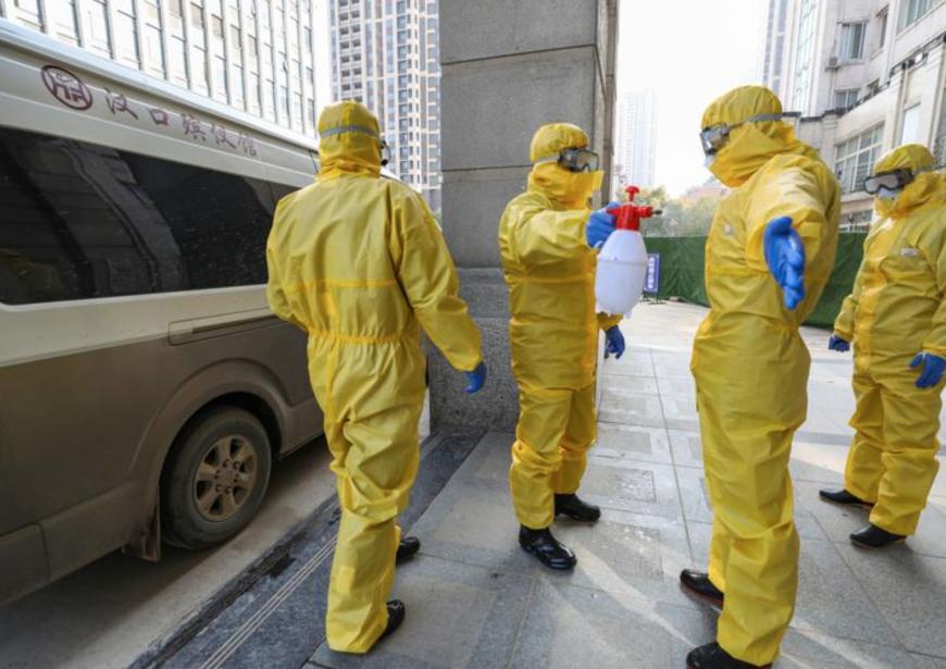 Quần áo bảo hộ y tế phòng dịch không dùng đến cũng cần được cất cẩn thận