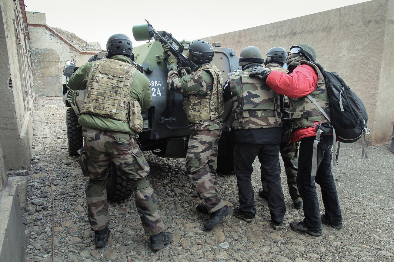 Guérilla et prise d'otages : comment l'armée forme les reporters de guerre NFmyK6YTrpyYmvfBq1e1hLEDNIrrLw_vA36UTr_bG-yn1UQjn3OGdmuQ-OWjDmINXMHf163wEx__m7EtyX3RhpF6N6fkj2mvTkEDQSVbBUHiTRK6gY99EpeT-w