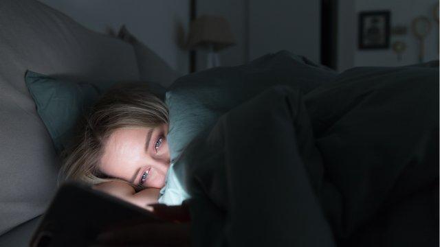 Полистать ленту в Instagram перед сном - большая ошибка!