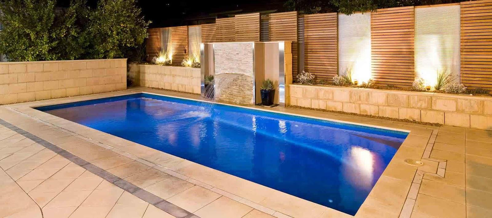 Thiết kế bể bơi rộng rãi với hệ thống phun nước độc đáo