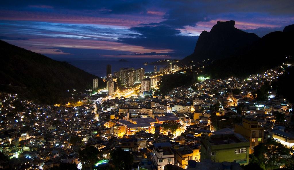 A história e o contexto da favela da Rocinha atraem diversos turistas brasileiros e internacionais. (CC Search/Reprodução)