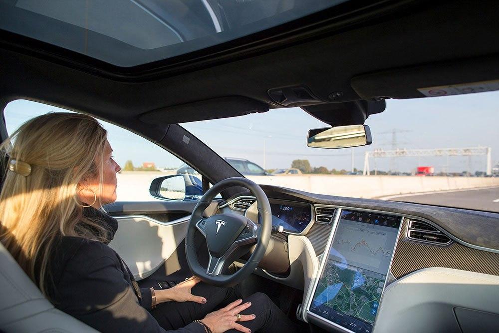 IoT ứng dụng trong ô tô giúp giám sát các phương tiện dễ dàng