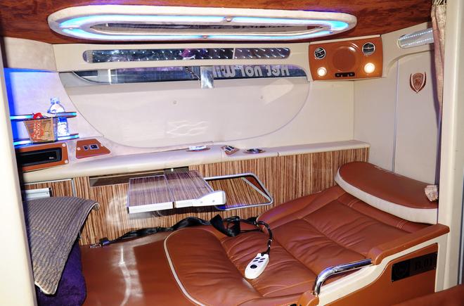 Nội thất xe giường nằm limousine Việt Tân từ Kon Tum đi Đà Nẵng