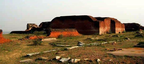 ওদন্তপুরী বিহার, দুর্গ ভেবে ভুলবশত আক্রমণ করেছিলেন বখতিয়ার খলজি