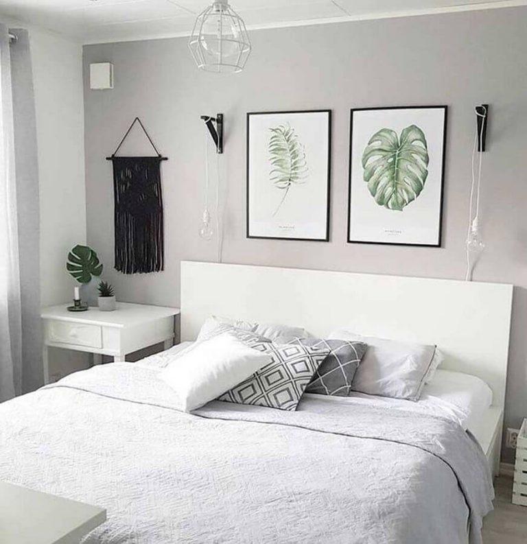 Quarto com cama de casal  Descrição gerada automaticamente