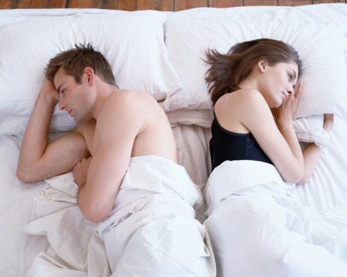 Có rất nhiều nguyên nhân dẫn đến việc chồng hờ hững chuyện chăn gối.