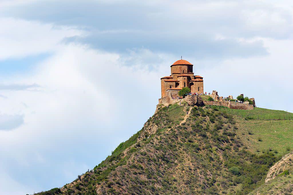 5 nhà thờ ngoạn mục nằm trên đỉnh các ngọn núi