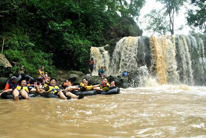 Rafting di Sungai Oyo Jogja menjadi kegiatan wisata yang asik dan menantang