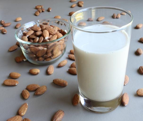 http://www.orionhealing.com/wp-content/uploads/2014/08/almond-milk1.jpg