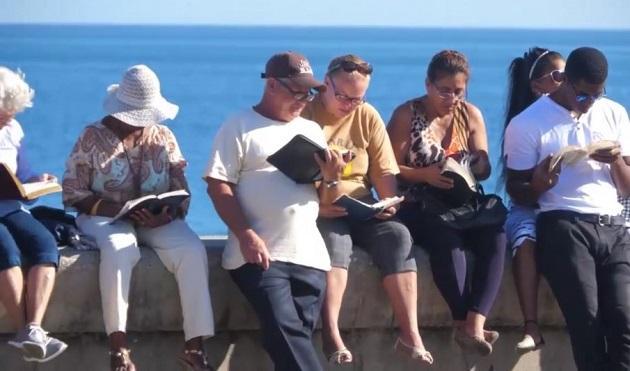 古巴福音派教會聯盟每年十二月第一個主日於哈瓦那馬雷貢大道舉行「公開閱讀聖經」活動。(photo credit:GNA)
