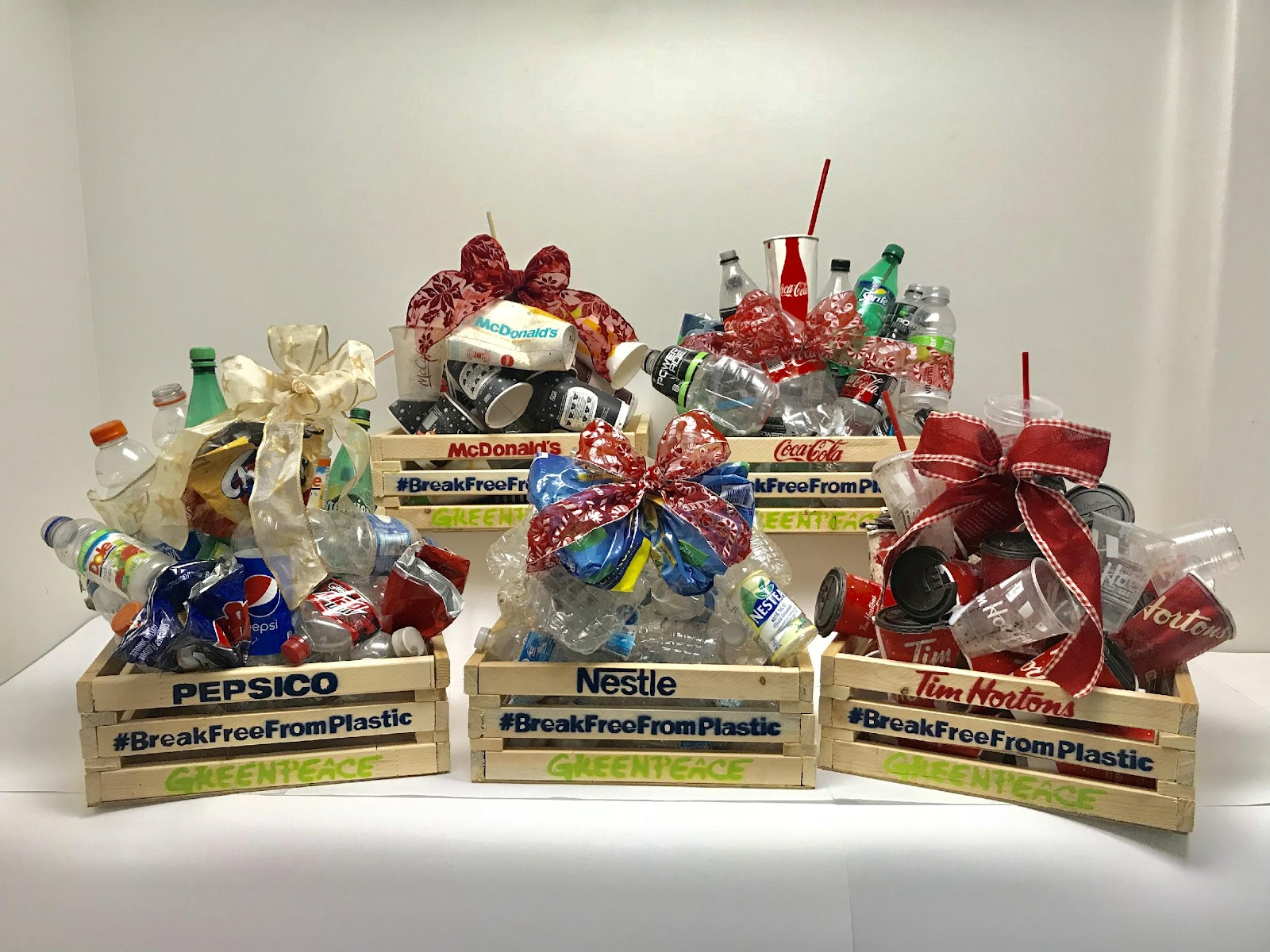 Gift Baskets Made of Single-Use Plastics