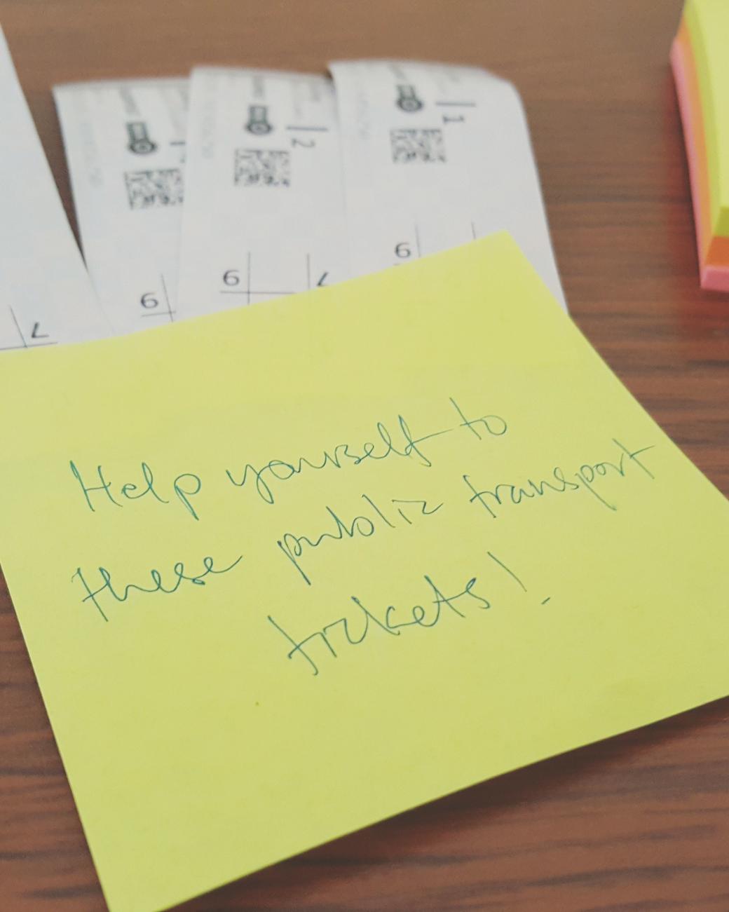 Zo gebruik je Mobiljegy; mobiele OV-kaart in Boedapest, papieren tickets klaar voor gebruik in een Airbnb