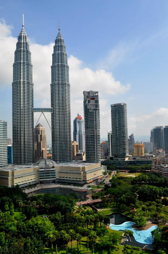 kuala-lumpur-petronas-towers-skyline-daytime