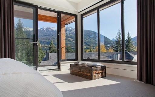 cửa kính cường lực khung nhôm là lựa chọn hoàn hảo cho mọi công trình