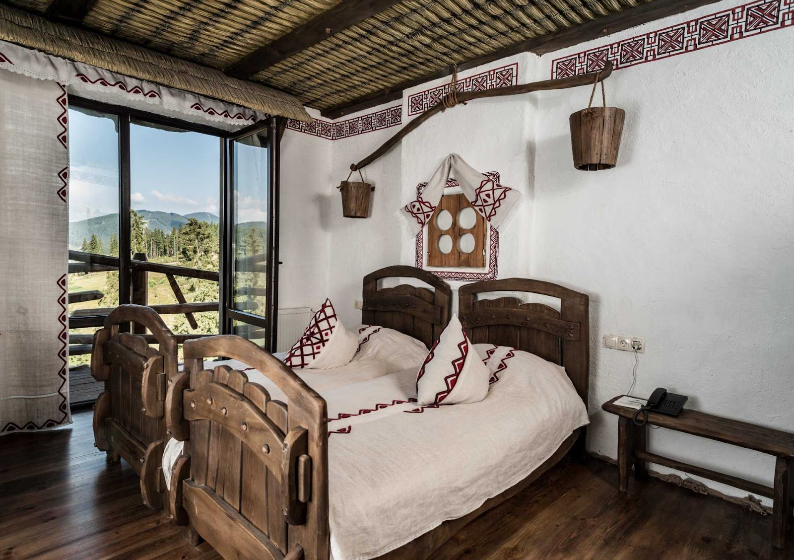 Кімната в українському стилі