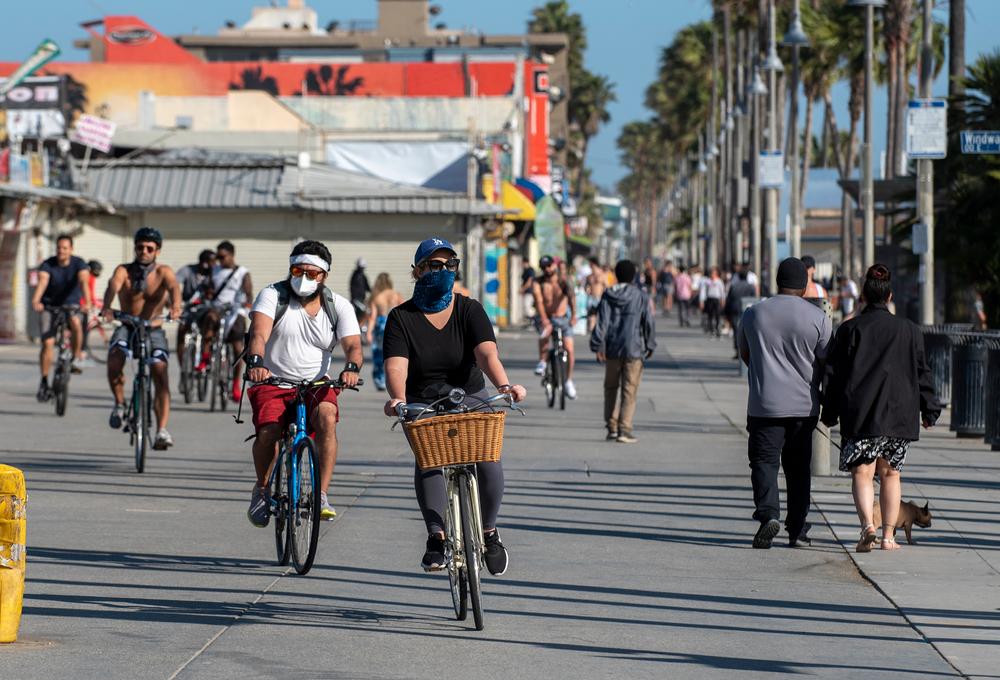 Infrações de ciclistas, como falta de registro ou uso de capacete, podem gerar multas e até prisão em algumas cidades dos EUA. (Fonte: Shutterstock/John Dvorak/Reprodução)