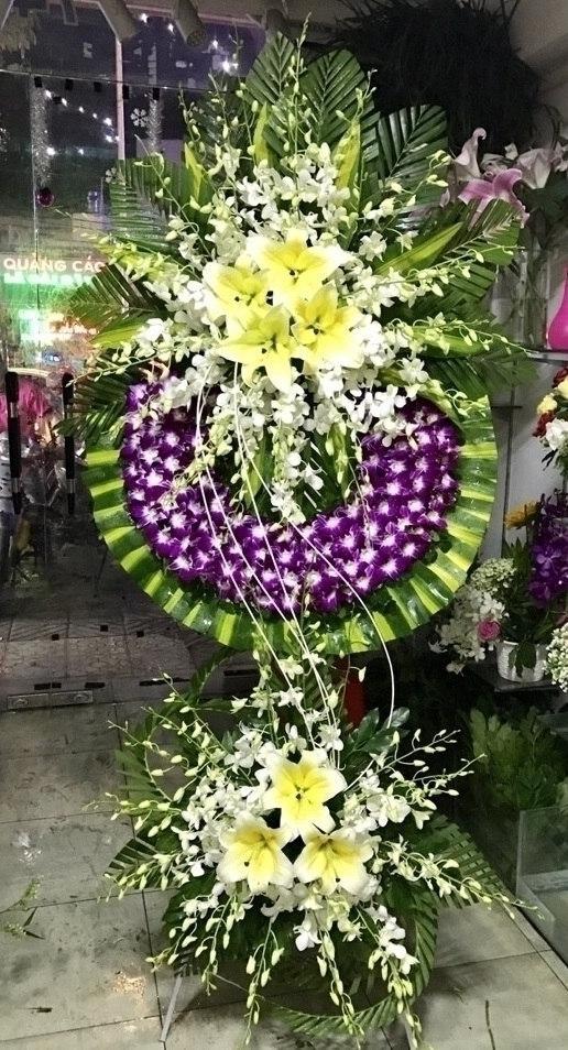 Những ý nghĩa của việc sử dụng vòng hoa đám tang
