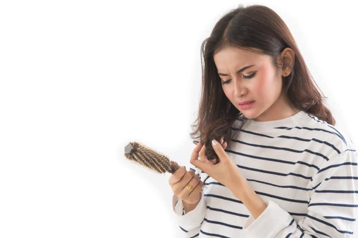 Chia sẻ bí quyết trị rụng tóc sau sinh hiệu quả cho mẹ  - Ảnh 2