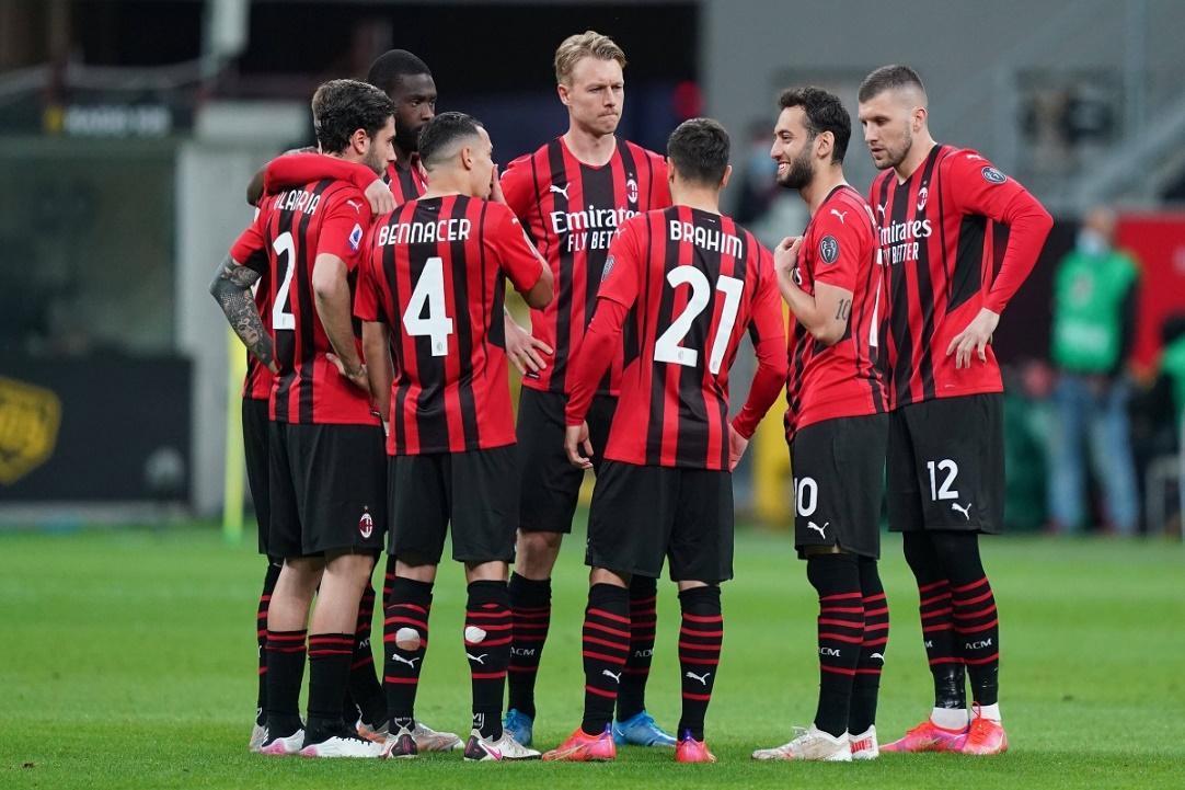 Trận hòa trước Cagliari đang khiến AC Milan chịu nhiều áp lực