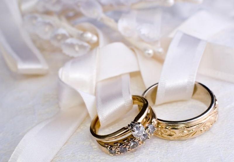 Не стоит откладывать этот вопрос на последний момент – серебряные обручальные  кольца от 925.ua лучше выбрать заранее. Аксессуары будут с молодоженами  долгие ... 8b6c771ae13