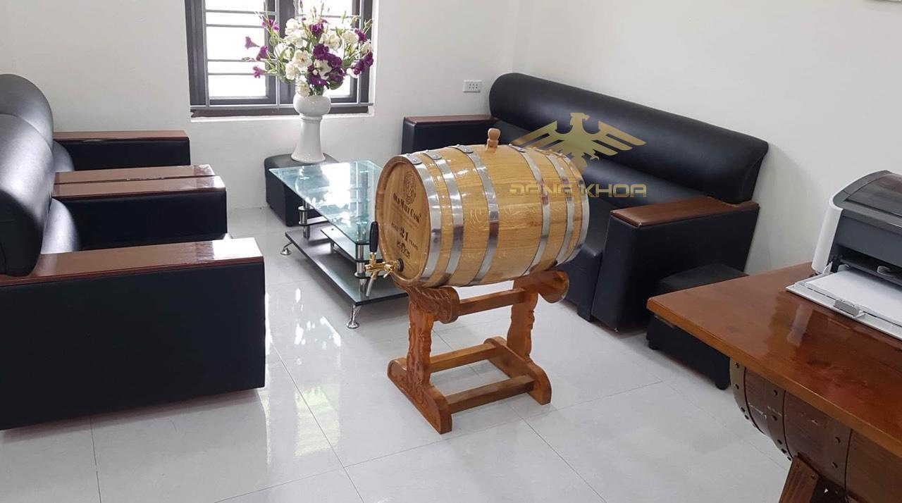 Màu sắc rượu ngâm trong trống rượu gỗ rất đẹp