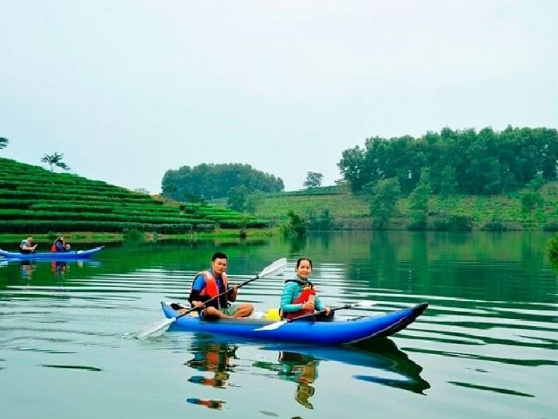 Chèo thuyền Kayak trên dòng sông Yên