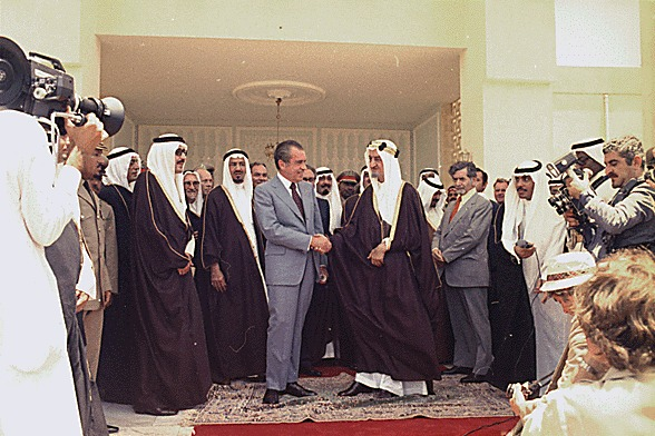 01MONEY05-sphoto01President_Nixon_shaking_hands_with_King_Faisal_of_Saudi_Arabia_following_talks_at_Riasa_Palace__07-15-1974.jpg