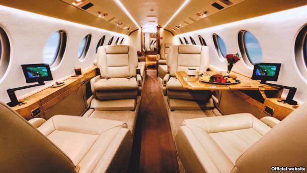 Салон літака Falcon 900