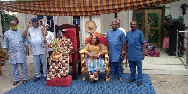 PHOTO NEWS: Barr. Emma Utchay KSC. JP. ascends the ancient throne of Eze RUGWU (III), becomes Paramount Ruler of Elimgbu Town