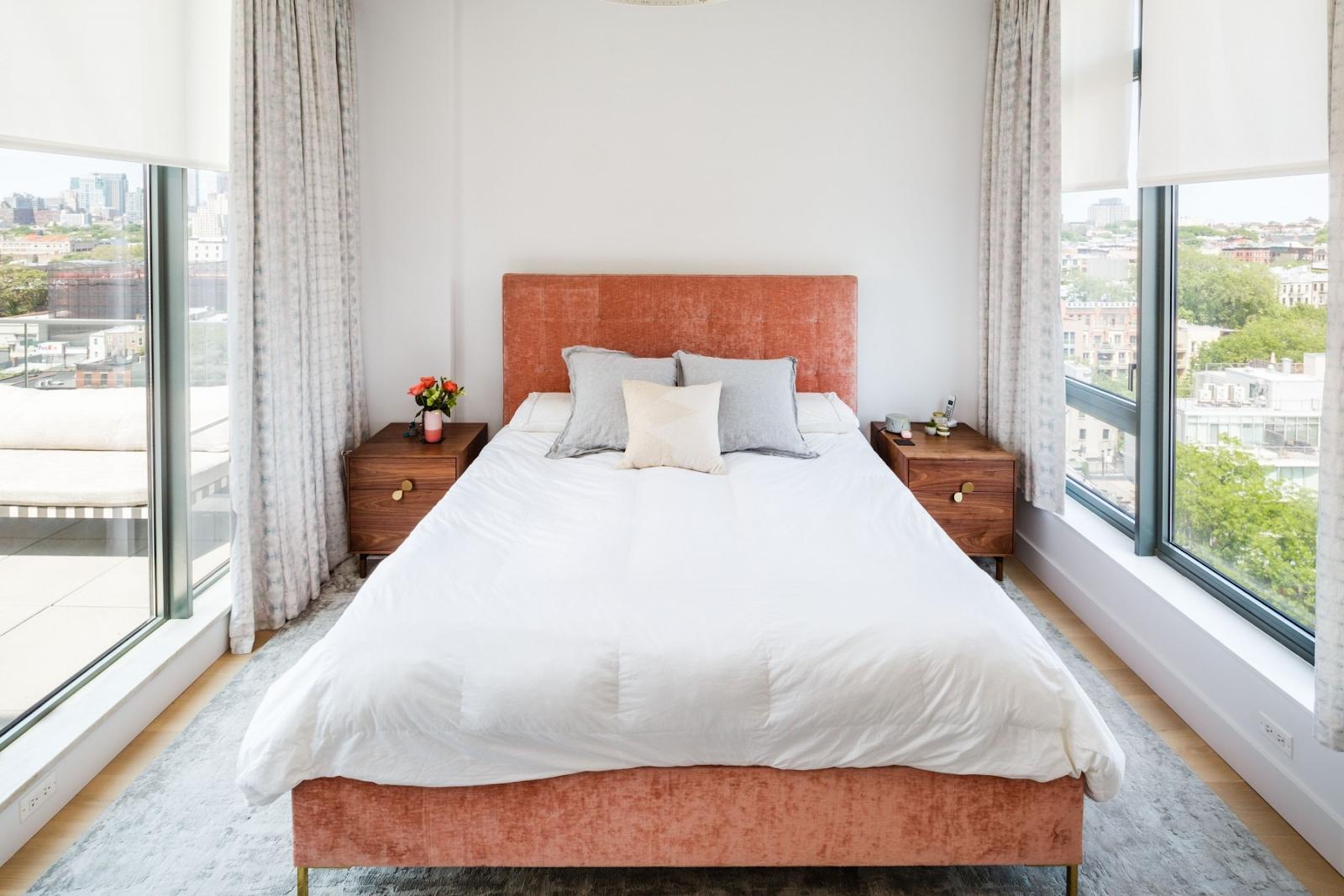 Bí quyết thiết kế căn hộ với cửa sổ kính từ sàn đến trần nhà