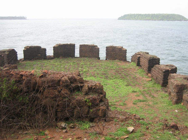 Mormugao Fort - Most Romantic Place in Goa for visit with Girlfriend