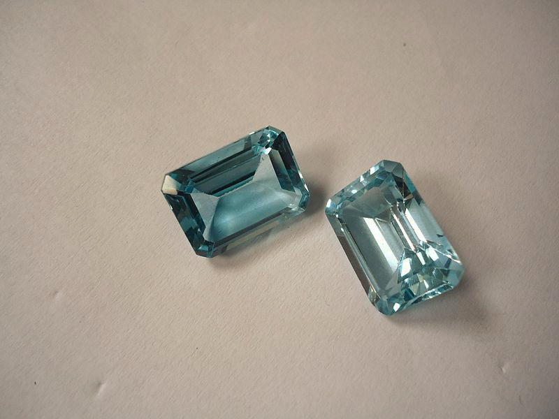"""Two Blue Topaz Crystals"" by Mauro Cateb / CC BY-SA 3.0"
