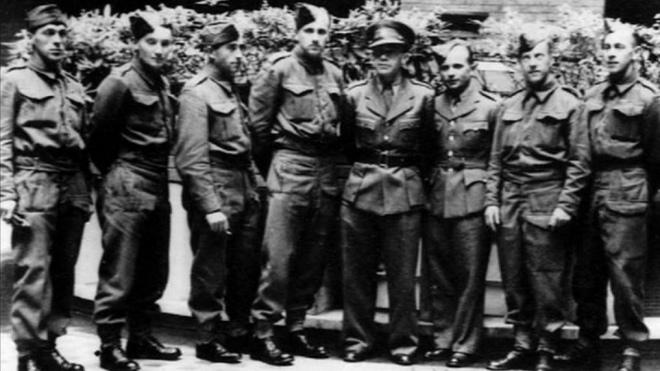 Перша команда чехословацьких диверсантів, підготовлена в Шотландії та Манчестері. Третій праворуч Йозеф Ґабчік