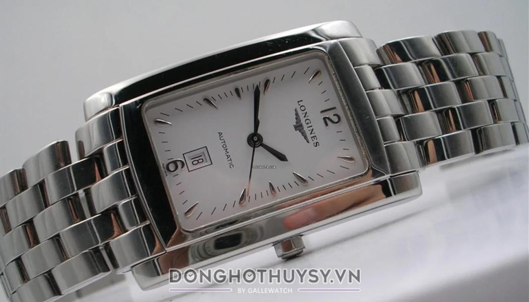 Đồng hồ đeo tay nam mặt vuông một trong những dòng sản phẩm được ưa chuộng nhất hiện nay