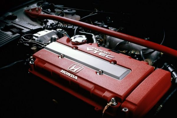 Honda B16b engine inside a Civic