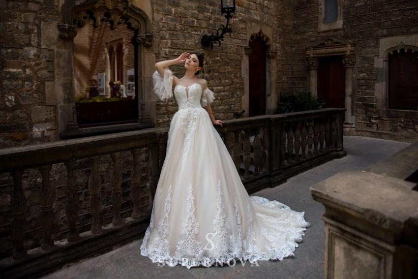 Весільну сукню зі знімними рукавчиками