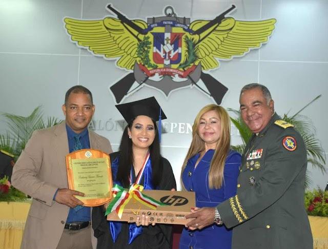 """Centro Educativo Militar """"San Miguel Arcángel"""" del ERD, gradúa 435 jóvenes"""